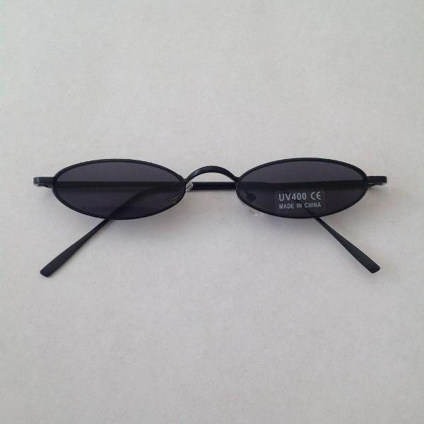 Culos de sol retro oval preto