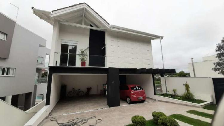 Casa para venda no condomínio Arujá 5