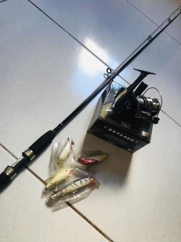 Kit de pesca - vara c/ molinete e iscas (novos)