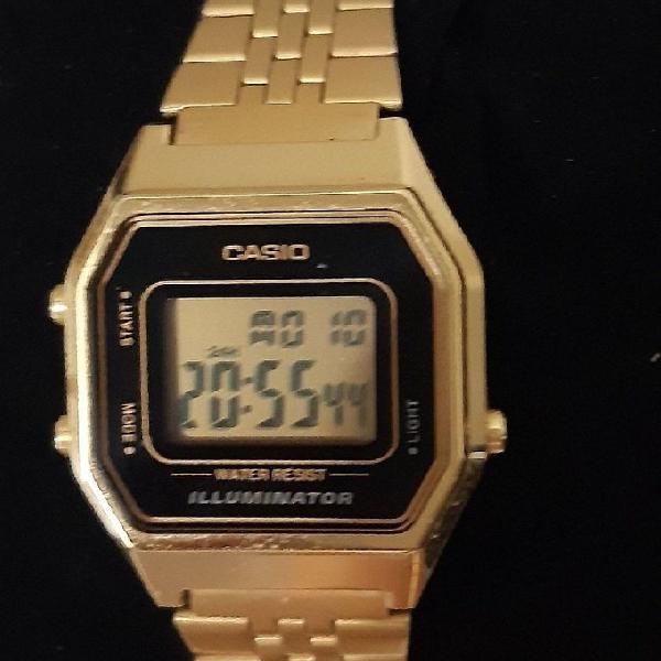 Relógio casio dourado retrô