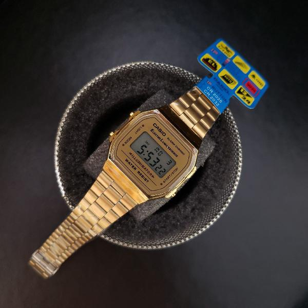 Relógio digital retrô vintage dourado