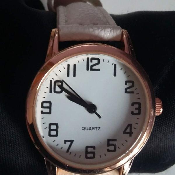 Relógio feminino branco com detalhe dourado