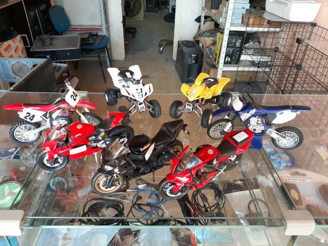 Vendo miniaturas de motos diversos tamanhos
