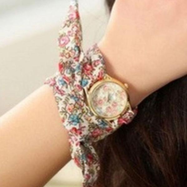 Relógio de pulso com pulseira de tecido