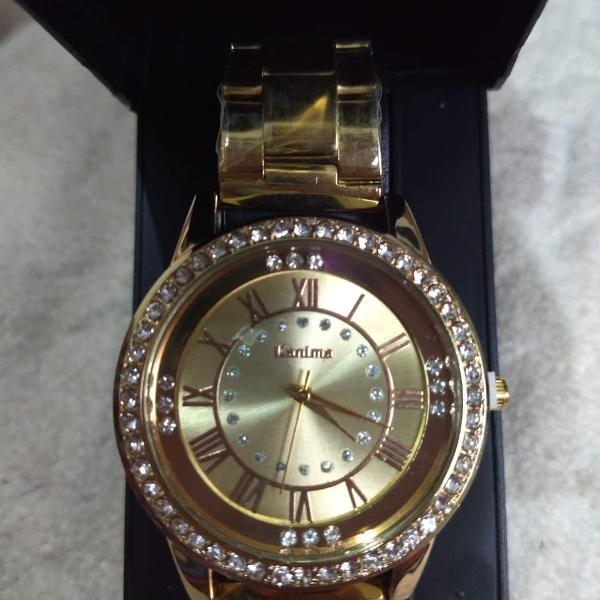 Relógio diferenciado dourado