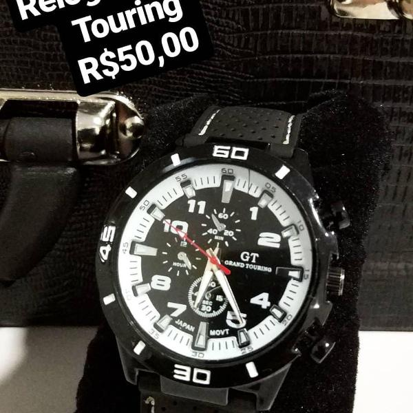 Relógio grand touring preto e branco.
