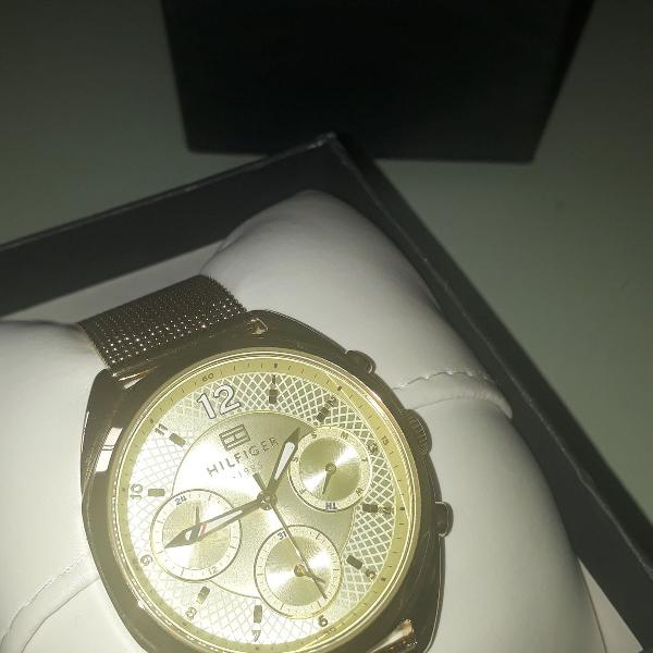 Relógio sem uso tommy hilfilger dourado