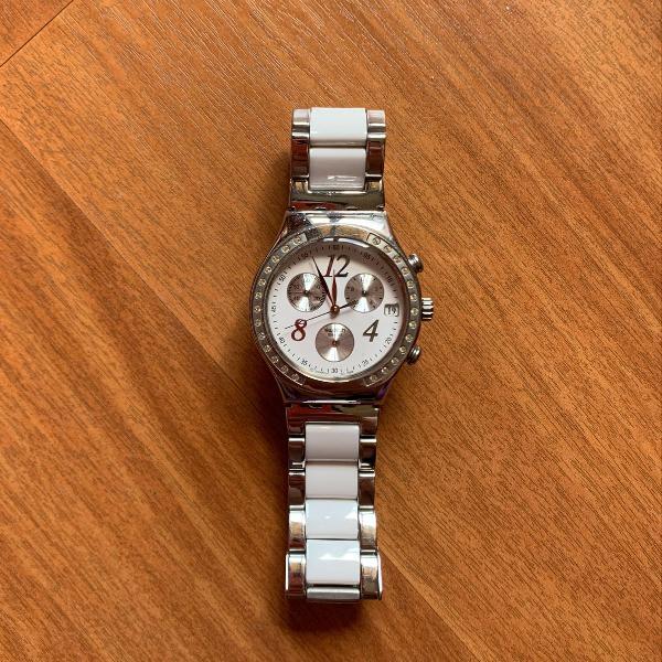 Relógio swatch branco e prata