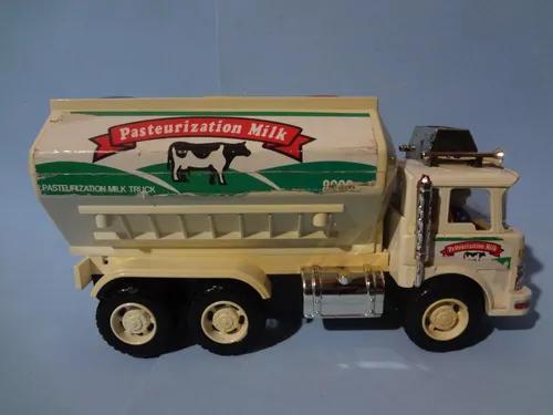 Caminhão tanque de leite - brinquedo antigo - anos 80
