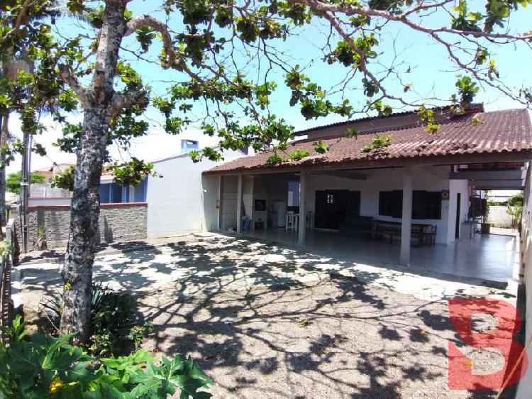 Casa com 174,37 m², 05 quartos (01 suíte), 170,00 metros