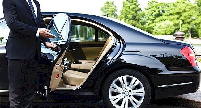 Motorista particular com carro próprio disponível para