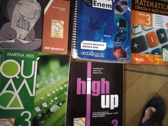 Doa-se livros didáticos e apostilas