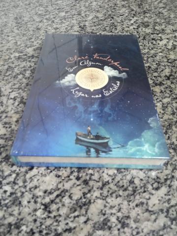 Livro - Em algum lugar nas estrelas - Claire Vanderpol