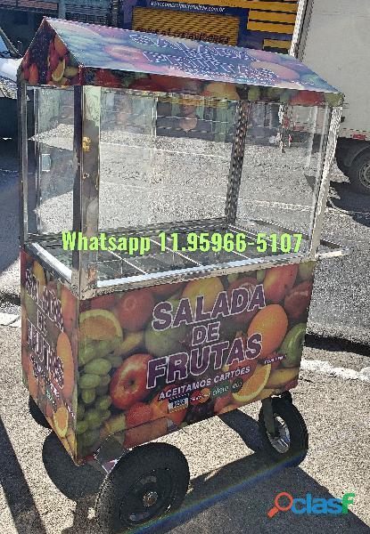 Carrinho de salada de frutas com toldo