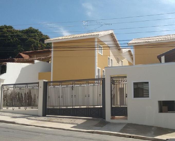ALUGO CASA NOVA DE 2 DORMS COM QUINTAL E 2 VAGAS GARAGEM