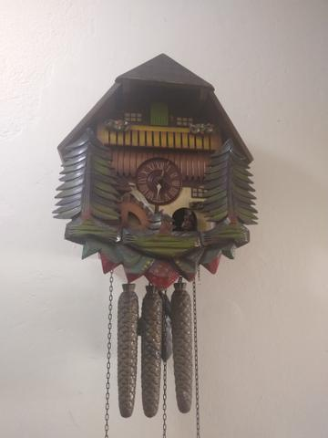 Antigo relógio cuco musical