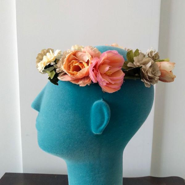 Guirlanda de flores azul cinza, pêssego e marfim acessório