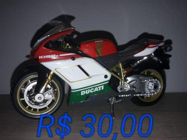 Miniaturas de motos ducati. escala 1:18