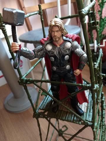 Thor filme marvel select escala 18cm
