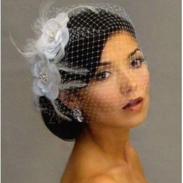 Coquete véu de noiva