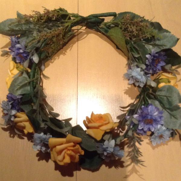 Coroa de flores artesanal
