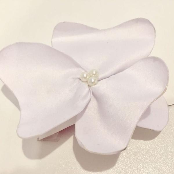 Flor de cabelo branca