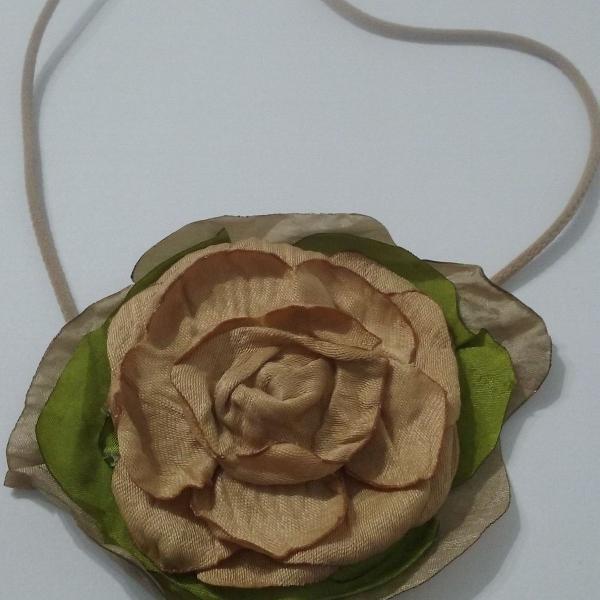 "Headband artesanal flor em seda ""in feite"""