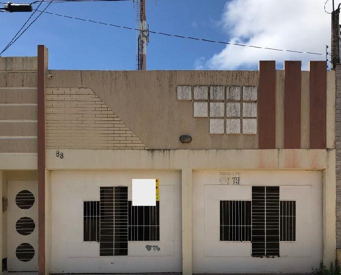 Casa Neópolis Próximo ao Supermercado Favorito
