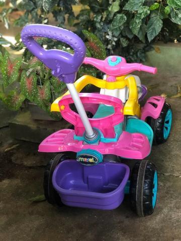Carrinho de passeio/pedal infantil maral