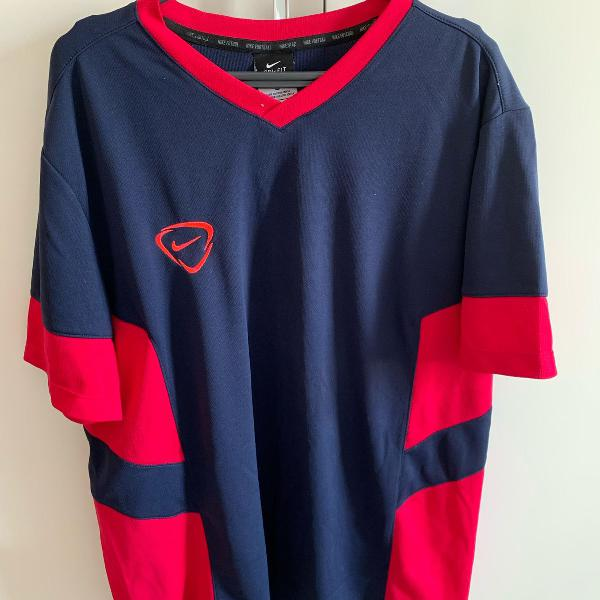 Camiseta nike dri-fit. tamanho g