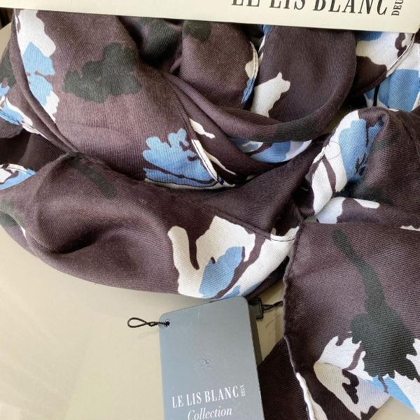 Lenço novo fundo roxo escuro com estampa floral
