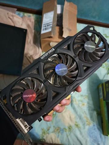 Placa de vídeo gamer R9 280