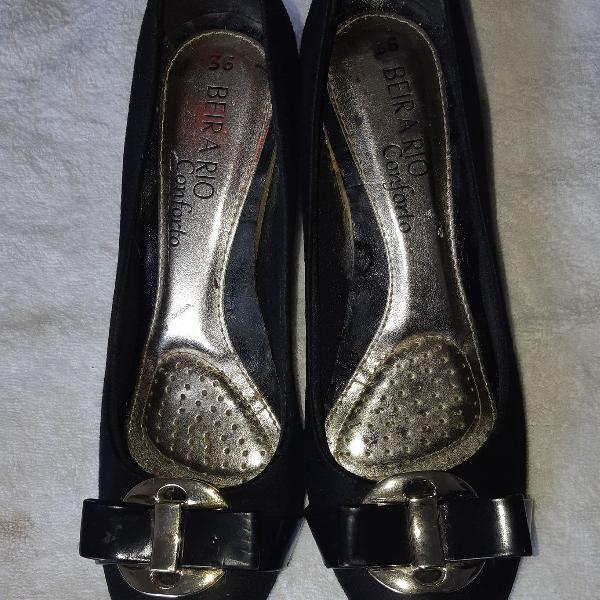 Sapato estilo boneca preto camurça beira rio conforto