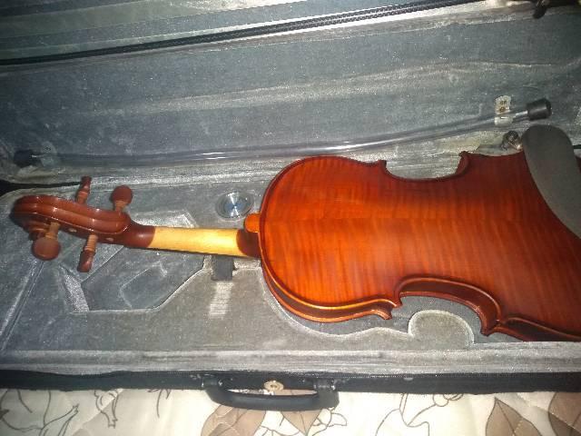 Violino reformado totalmente