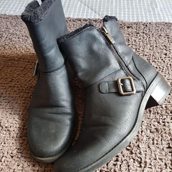 bota preta em couro