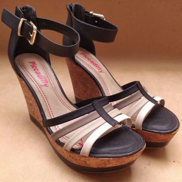 Sandália anabela piccadilly preta tamanho 38