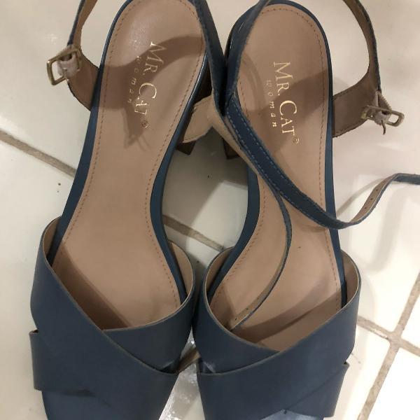 Sandália azul mr. cat