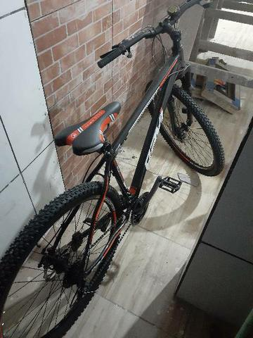 Bicicleta aro 29 novinha freios a disco
