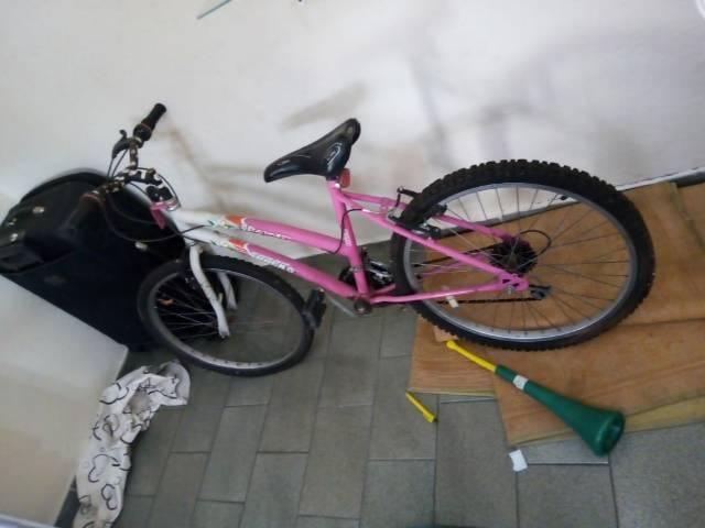Bicicleta impecável feminina