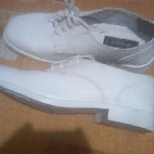 Sapato social fino masculino núm 37 em couro branco estilo