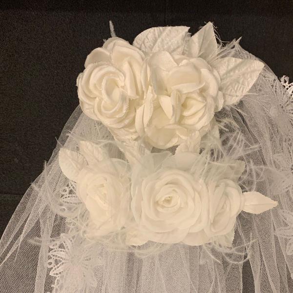 Veu de noiva + 02 arranjos flores de cabelo