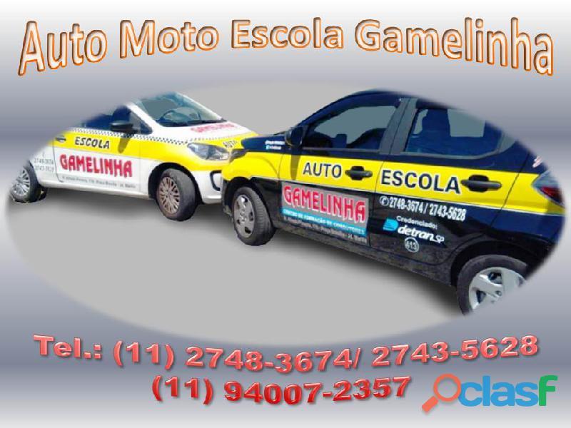 Auto Moto Escola Gamelinha trabalha na formação de condutores. 16
