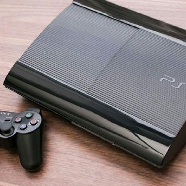 Playstation 3 super slim + controle semi novo