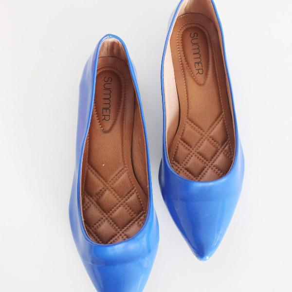 Sapatilha azul verniz