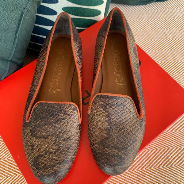 Sapatilha em couro cobra, bico arredondado shoestock