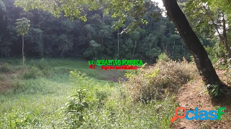 Chácara com acesso a represa em jambeiro