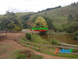 Belo sítio com lago em Paraibuna