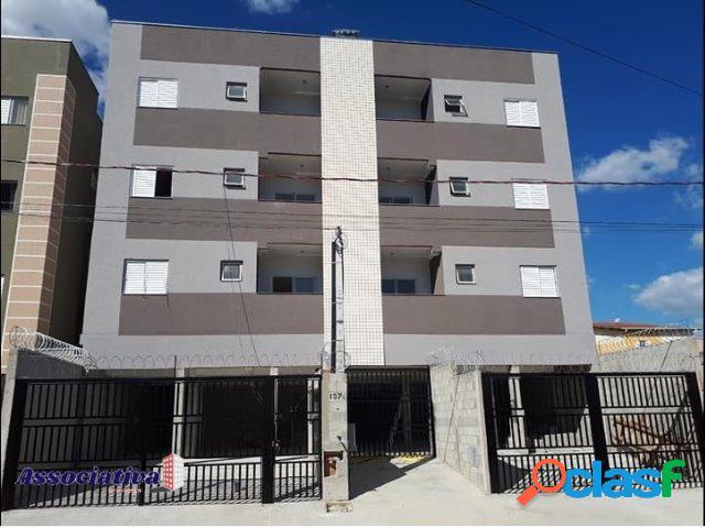 Apartamento 2 quartos com suite e varanda gormet e quintal - região central