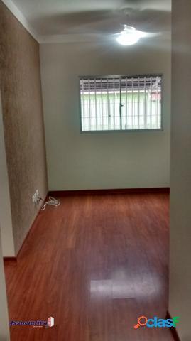 Apartamento 2 quartos com suíte e quintal com 2 vagas de garagem