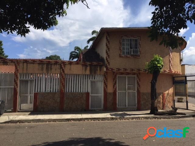 Se vende Casa en Parque Valencia